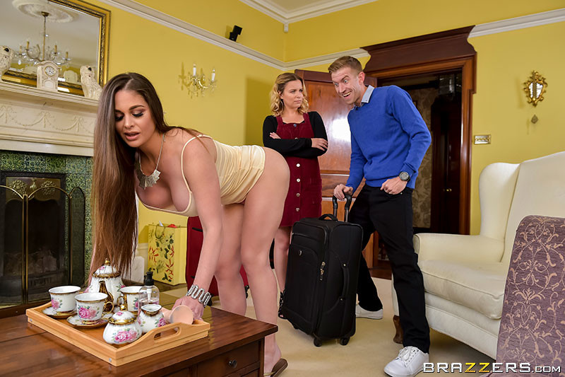 [BrazzersExxtra] Cathy Heaven – (The Perfect Host)